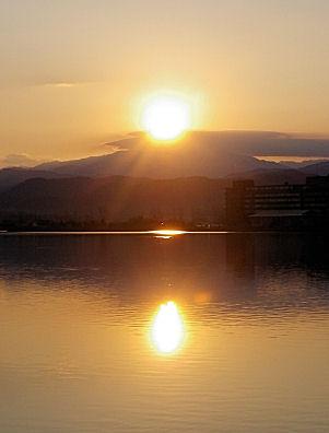 1123_3つの朝陽.jpg