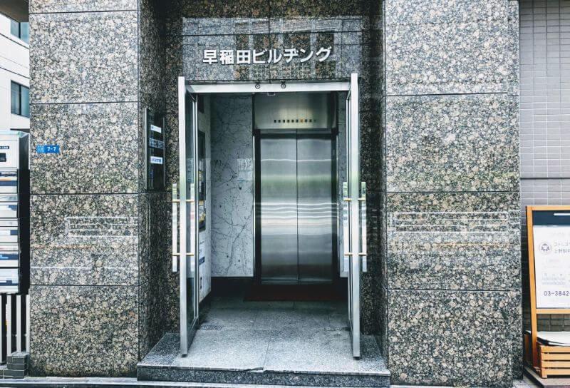 ゴリラクリニックのビルの入り口