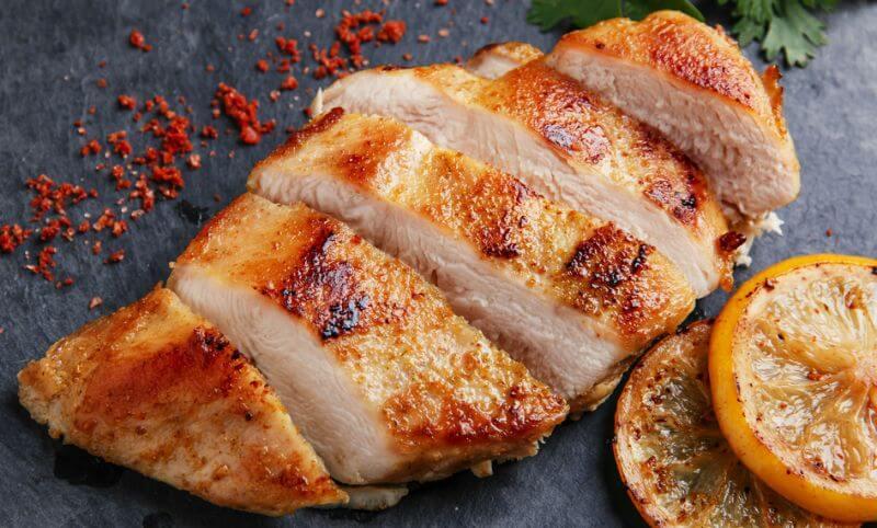 グリルした鶏胸肉