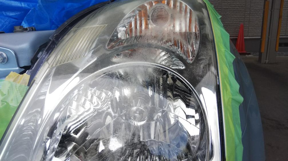 ヘッドライトの黄ばみクリーニング