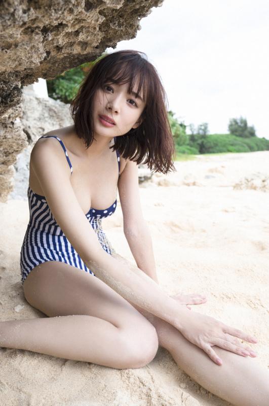岡田紗佳 画像 水着 下着:20180106002946j:plain