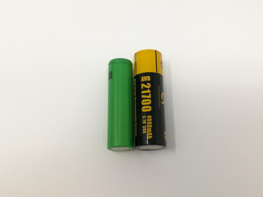 18650と21700バッテリーのサイズ比較