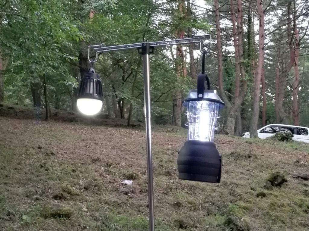 左:ENKEEO LEDランタン・右:DABADA LEDランタン