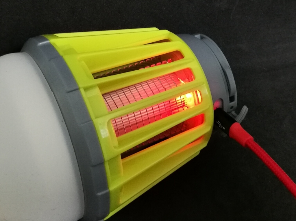 ENKEEO LEDランタン 充電中