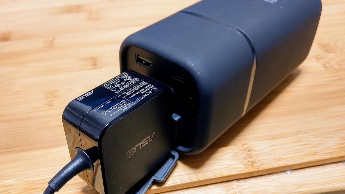RAVPower製20100mAhモバイルバッテリー RP-PB054にACアダプターを接続
