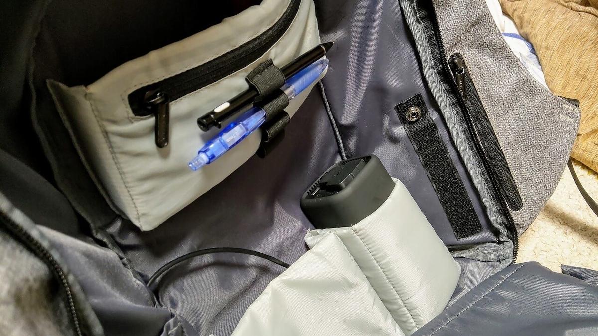 RAVPower製20100mAhモバイルバッテリー RP-PB054をバッグのドリンクホルダーに収納