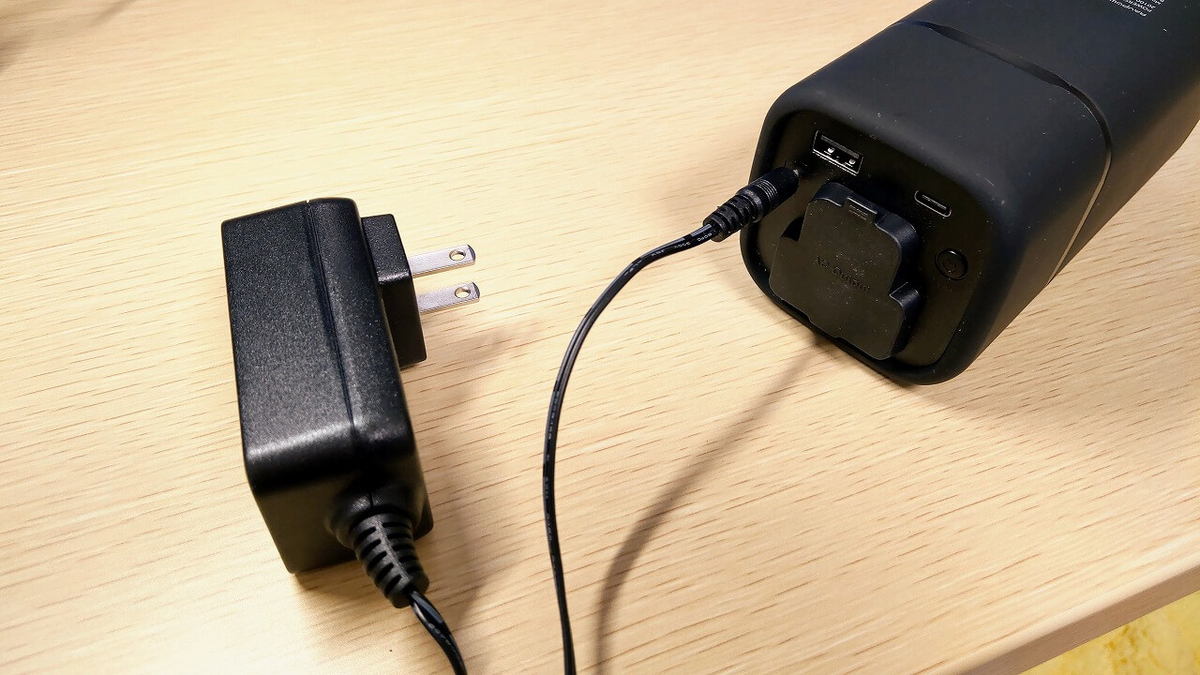 RAVPower RP-PB054をACアダプターに接続