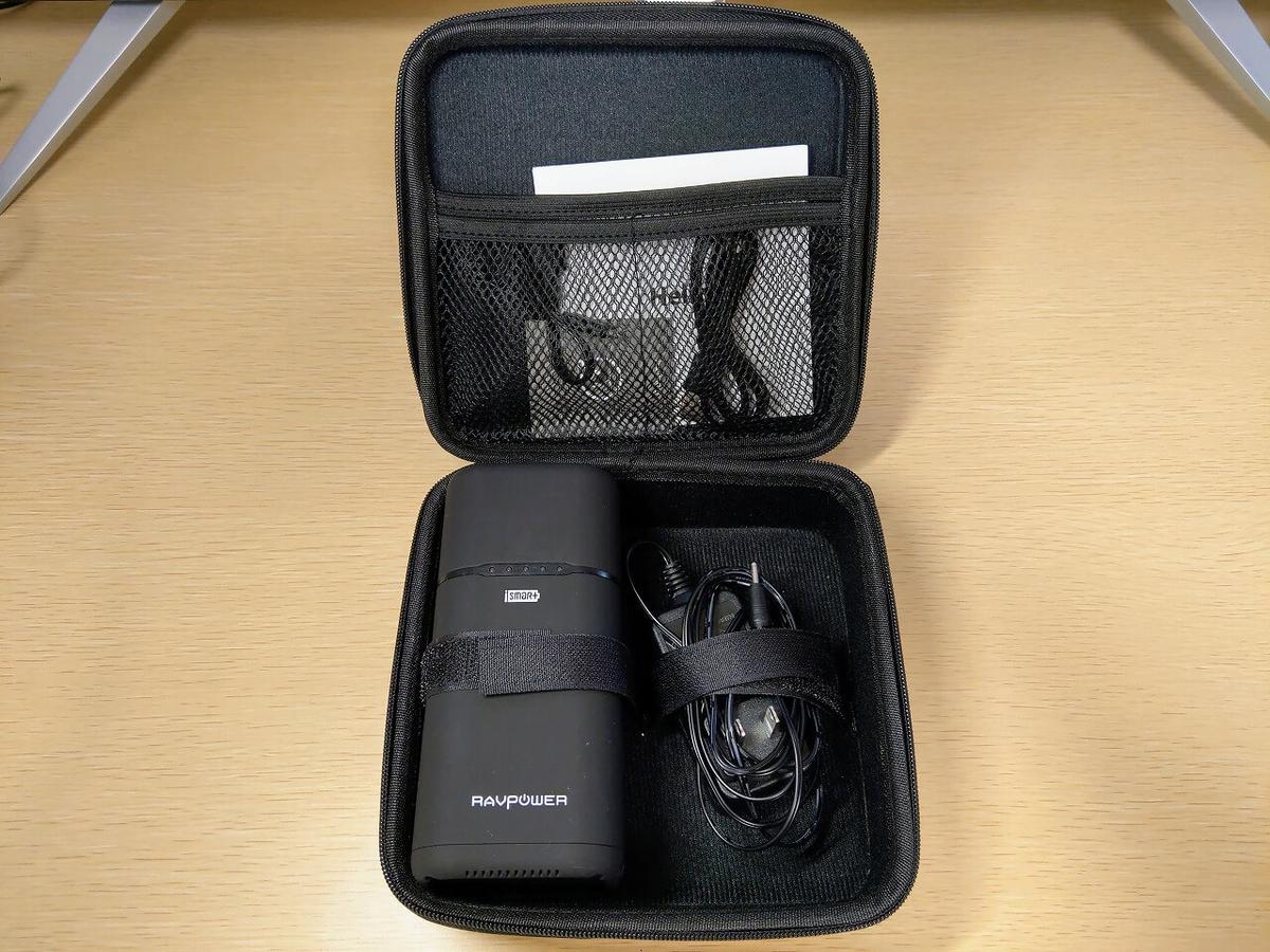 RAVPower RP-PB054専用収納ケースを開いた写真