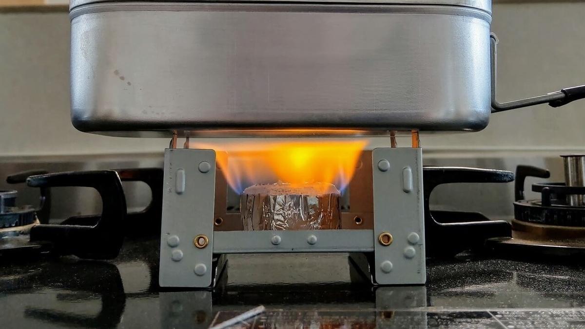 ポケットストーブと固形燃料でメスティンを自動炊飯