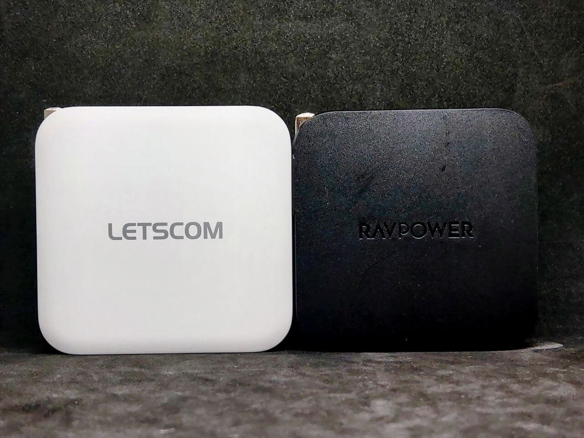 LETSCOM USB Type-C急速充電器 100WとRAVPower RP-PC105をサイズ比較