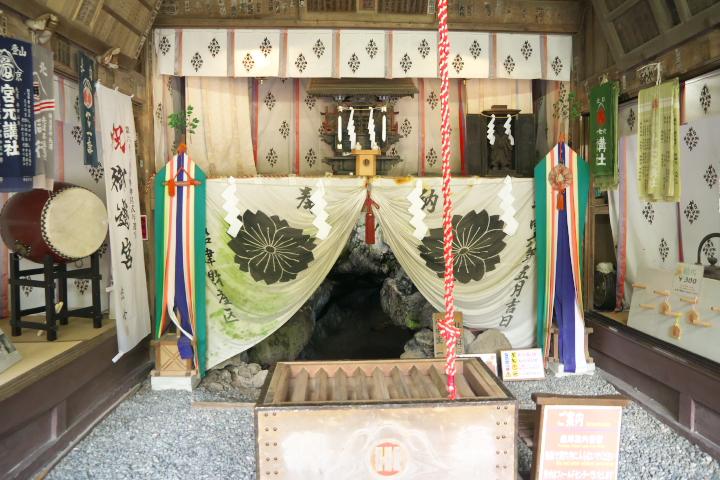無戸室浅間神社拝殿