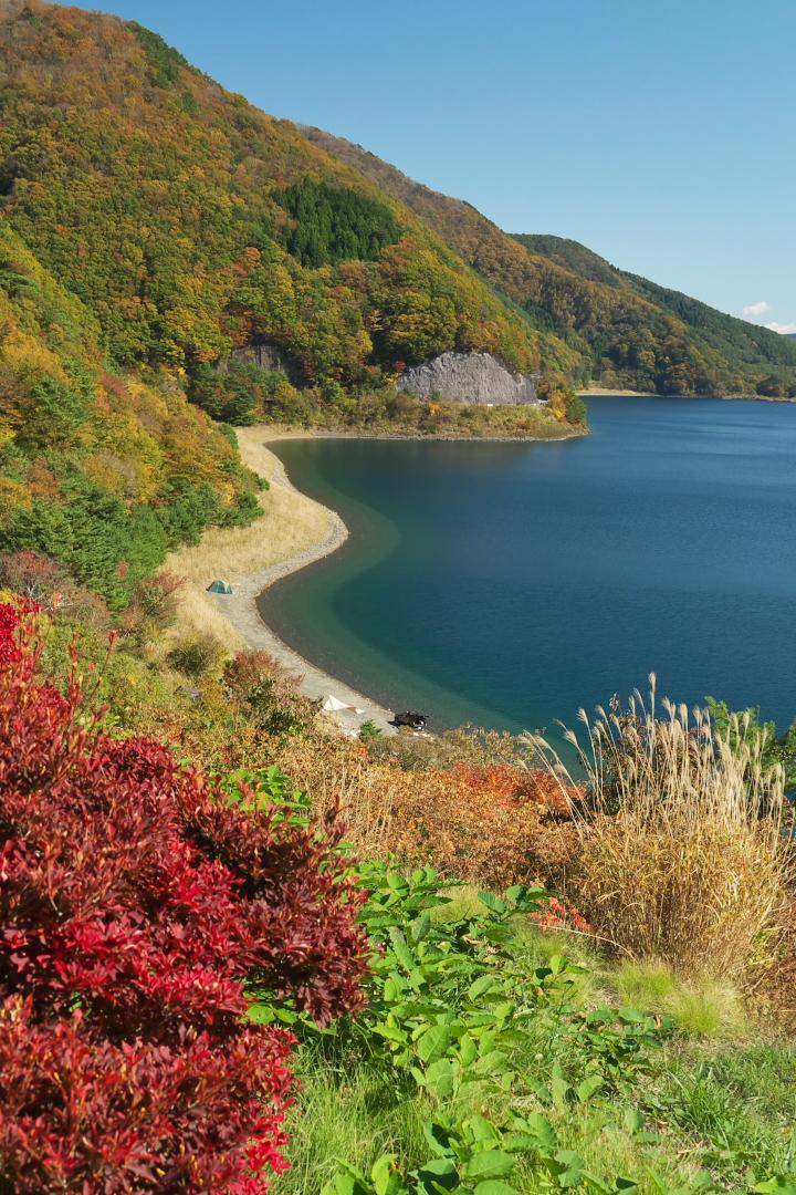 紅葉の本栖湖