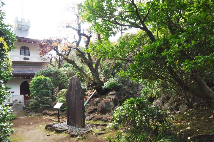 双柿舎 書庫と石碑