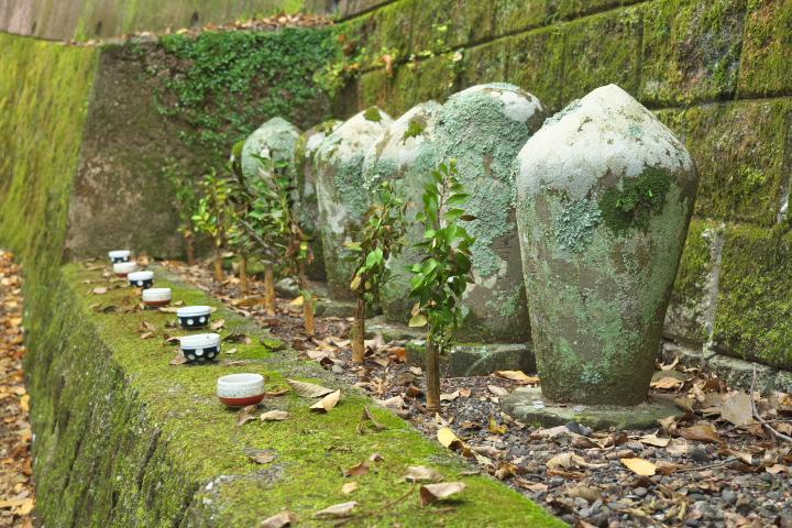 旭滝 歴代住職の墓標