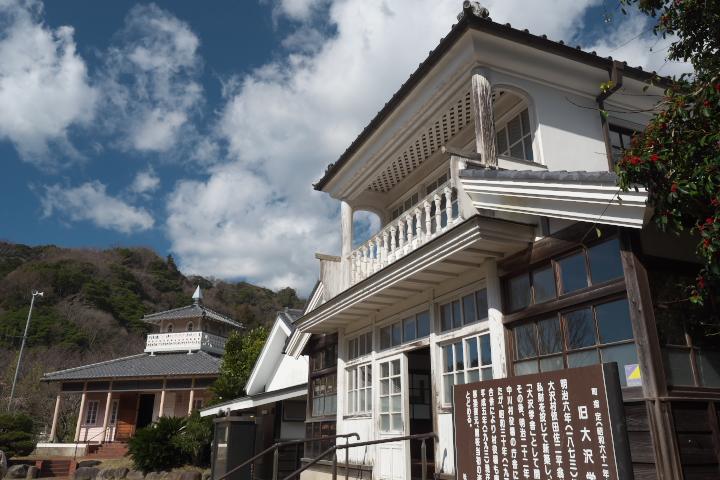 大沢学舎と三聖会堂