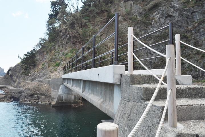 台風で壊され昨年新設された橋