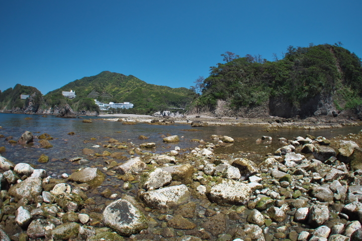 中ノ島から伝兵衛島と瀬浜海岸方向