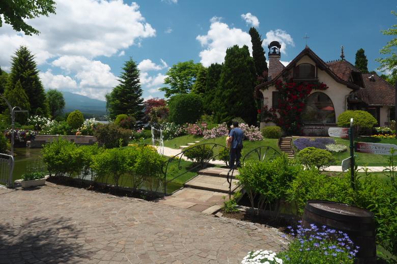 河口湖 オルゴールの森 小さな教会(旧)遠景