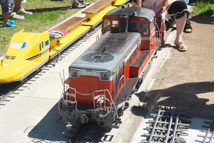 日本庭園鉄道 車両