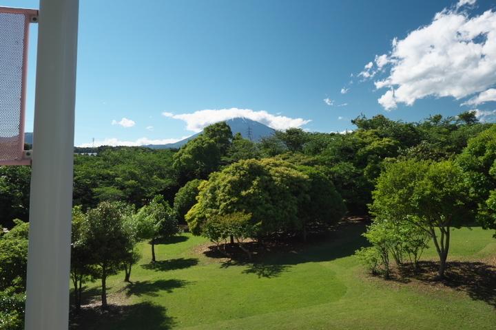 裾野市運動公園 滑り台上からの富士山
