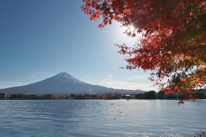 産屋ヶ崎湖畔からの富士山