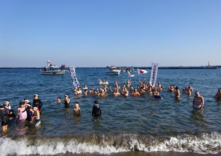 熱海市成人式記念 寒中水泳大会