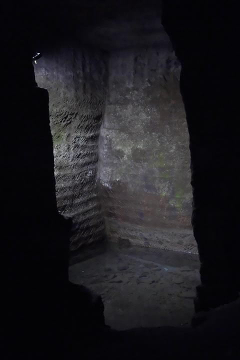 室岩洞 最初の水たまり