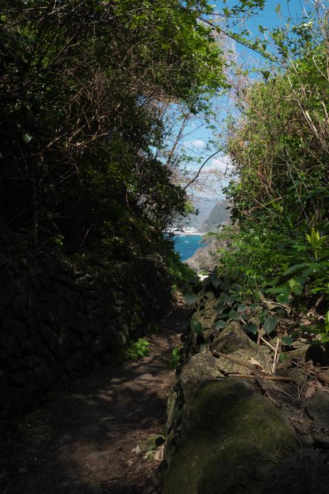 室岩洞 海側の出入り口