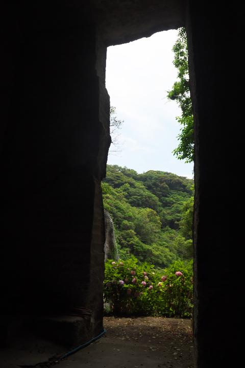雲見霊廟 坑の中から