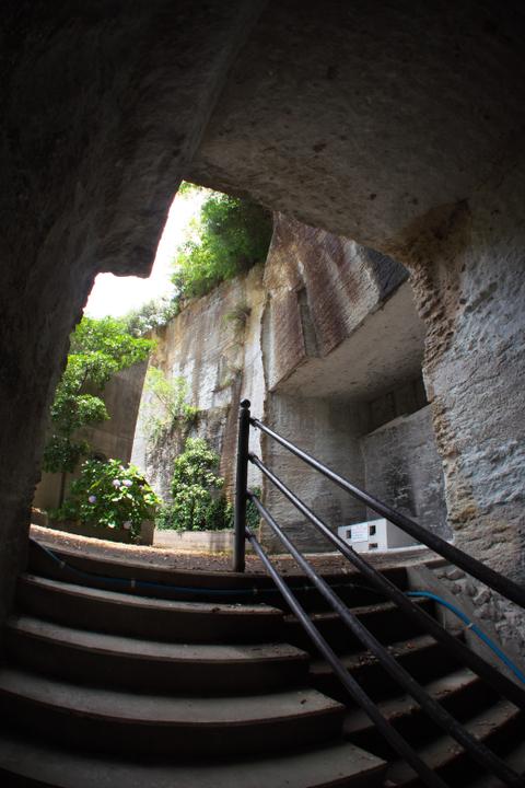 雲見霊廟 奥の階段