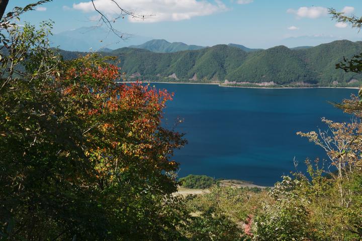 竜ヶ岳登山道 本栖湖