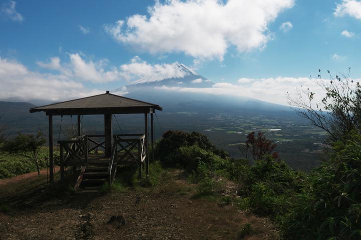 竜ヶ岳 展望台と富士山