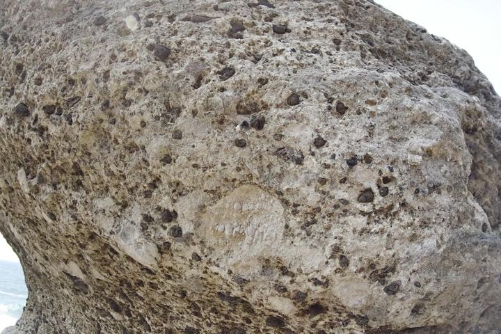 亀甲岩アップ