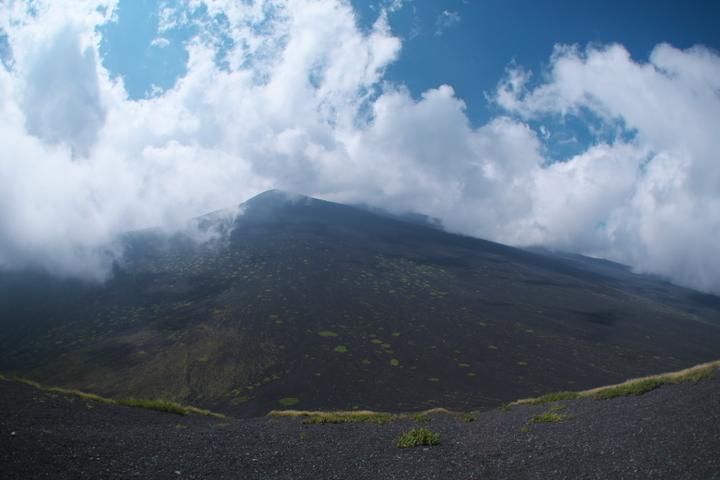 上塚から富士山頂方向2