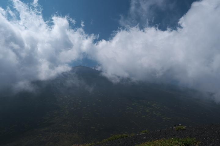 上塚から富士山頂方向