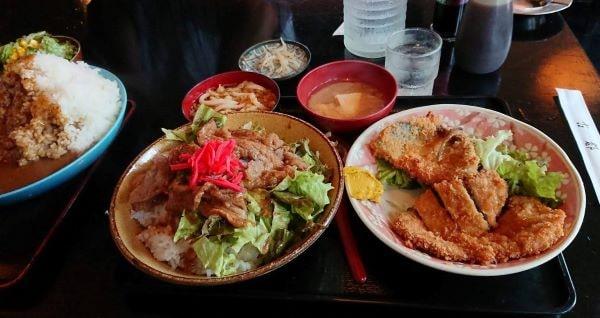 古都 週替わりメニュー ハーフ牛カルビ丼とトンカツ&アジフライのセット