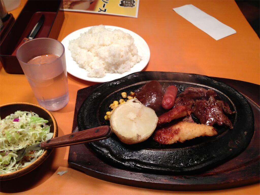 新宿ガッツグリルのガッツミックスランチ