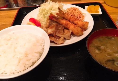 ねこ膳新宿ディナー生姜焼きエビフライ