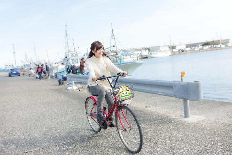 趣味のサイクリングをしている女性