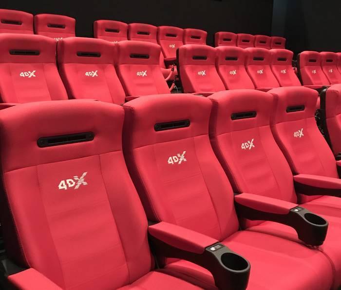映画館の4DXの座席