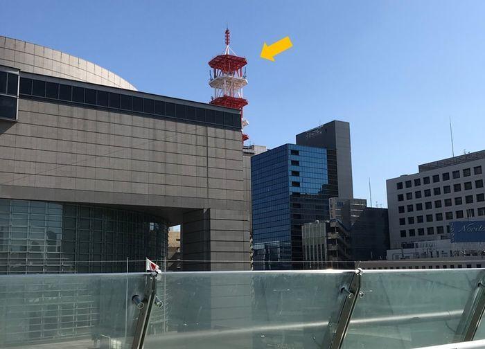 テレピアホールへ行くために目印にする赤白の鉄塔
