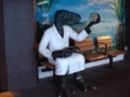 180101 南条SA下り 恐竜博士ベンチ