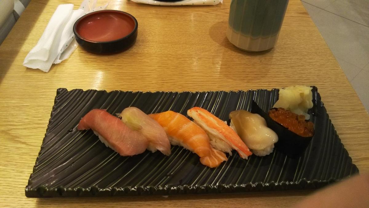 空港で昼食の寿司