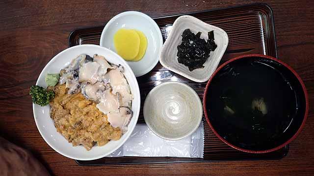 島武意海岸の食堂