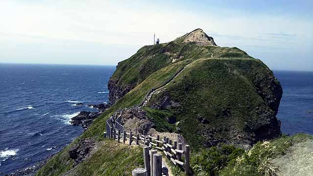 神威岬への道