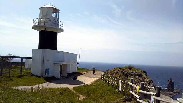 神威岬への道 灯台