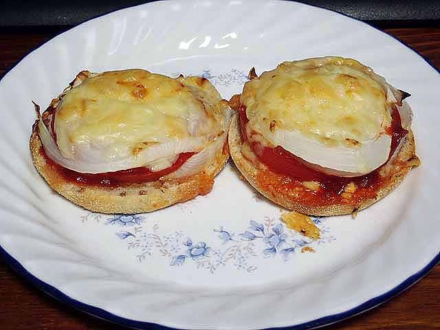 マフィン台トマト&玉ねぎ乗せ焼き