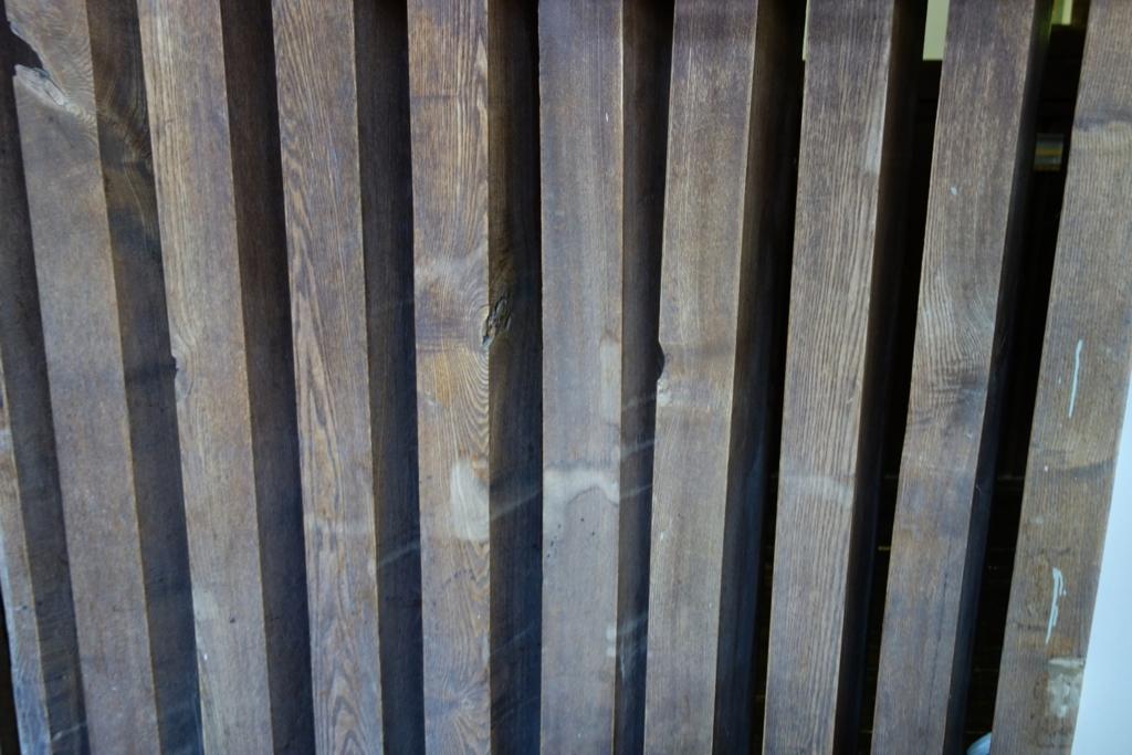 二見ケ岡刑務支所の舎房を内側から見る