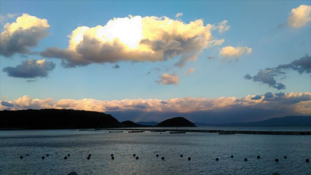 夕暮れの相島の海