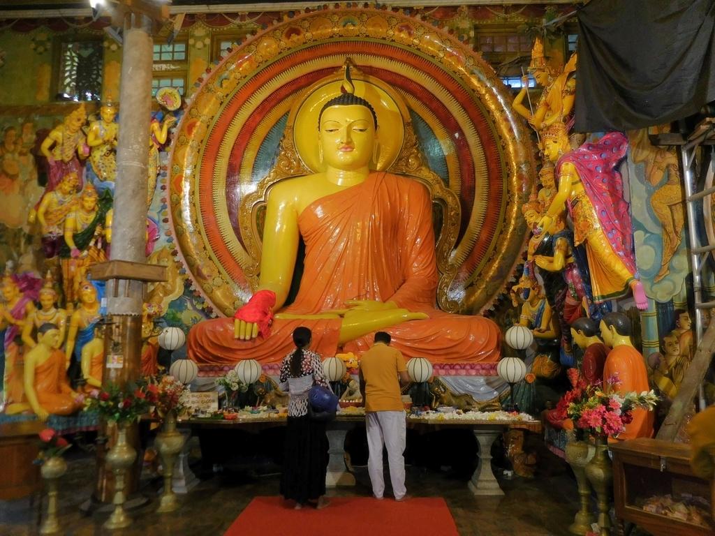 ガンガラーマ寺院の仏像1
